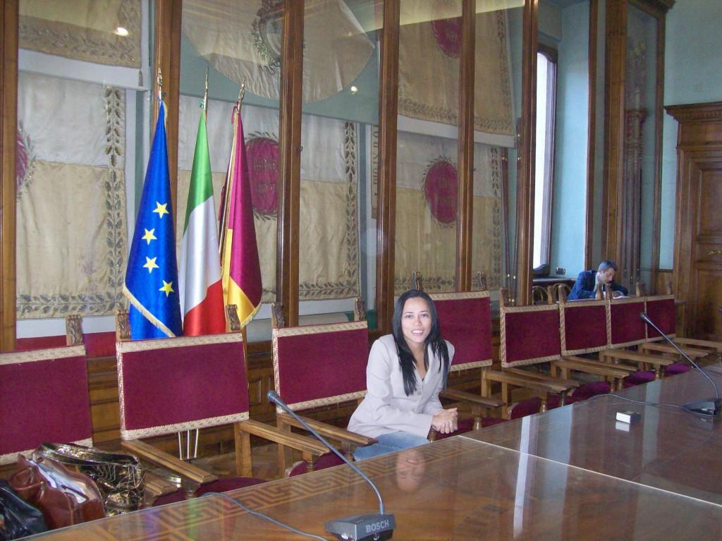 Na Assembleia Capitolina, em Roma. A cadeira, onde estou, é reservada, nas reuniões políticas, ao prefeito da capital italiana