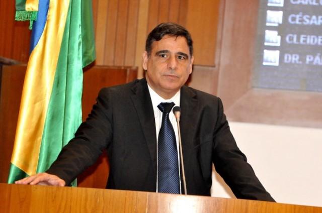 Deputado Max Barros denunciou demissão de professores e suspensão de aulas em Santa Quitéria