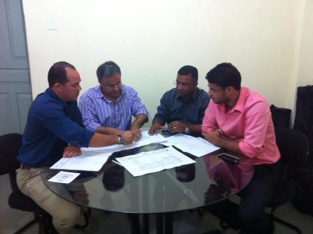 Reunião discutiu a reforma e ampliação da feira do Coroadinho