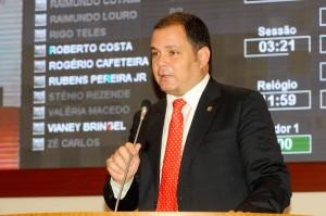 Rogério Cafeteira lembrou Andrea Murad dos hábitos do pai às frente da SES