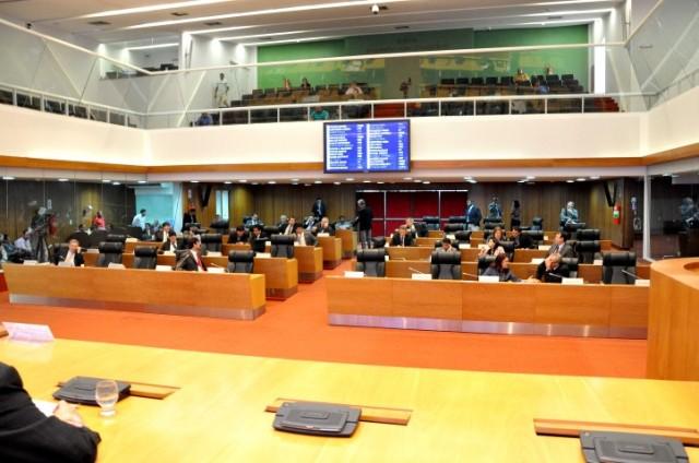 Assembleia tentará aprovar orçamento em sessão extraordinária. Vários deputados já haviam agendado outros compromissos
