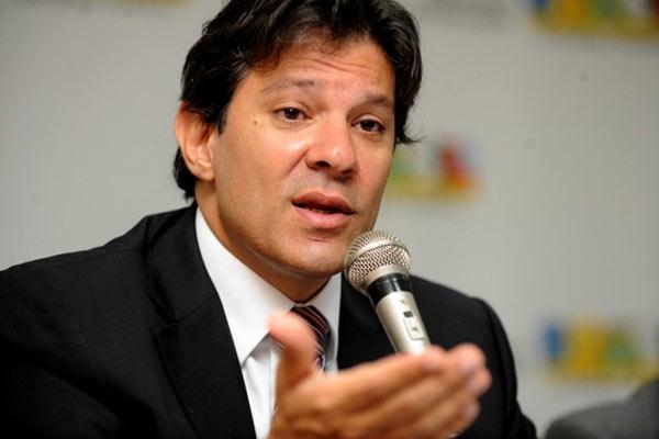 Prefeito de São Paulo governa com dificuldades mesmo com apoio da presidenta Dilma
