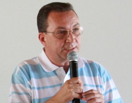 """Pesado nas pesquisas, Luís Fernando ainda terá que """"carregar"""" fardo do PT"""