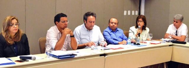 Ricardo Murad e Helena Duailibe participaram de reunião para encaminhar questão dos pacientes atendidos no Piauí
