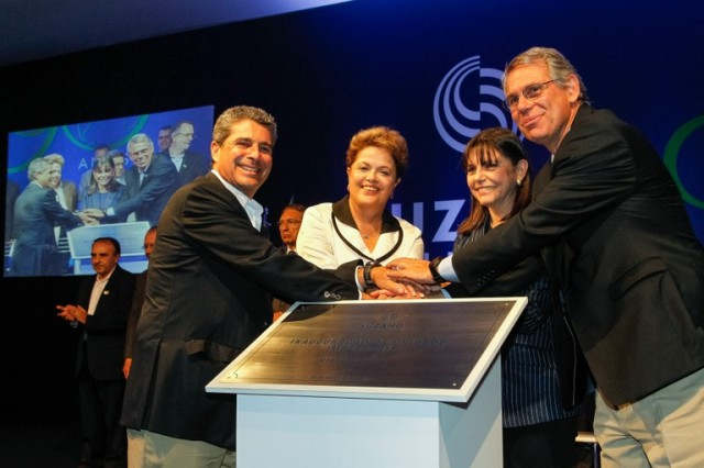 Executivos da Suzano, Dilma Roussef e Roseana, durante a inauguração da Suzano