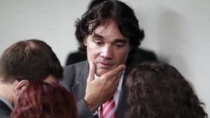 Lobão Filho tentou  debater comunismo, mas levou a pior