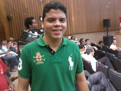 Luciano Genésio voltou atrás na decisão de retirar a candidatura, mesmo correndo os riscos da intervenção nacional que proíbe a aliança com o PCdoB