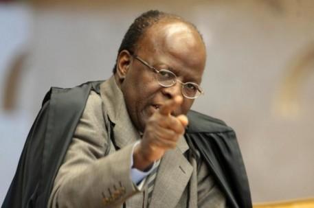Joaquim Barbosa se afastou das relatorias do mensalão e anunciou aposentadoria, após ameaças