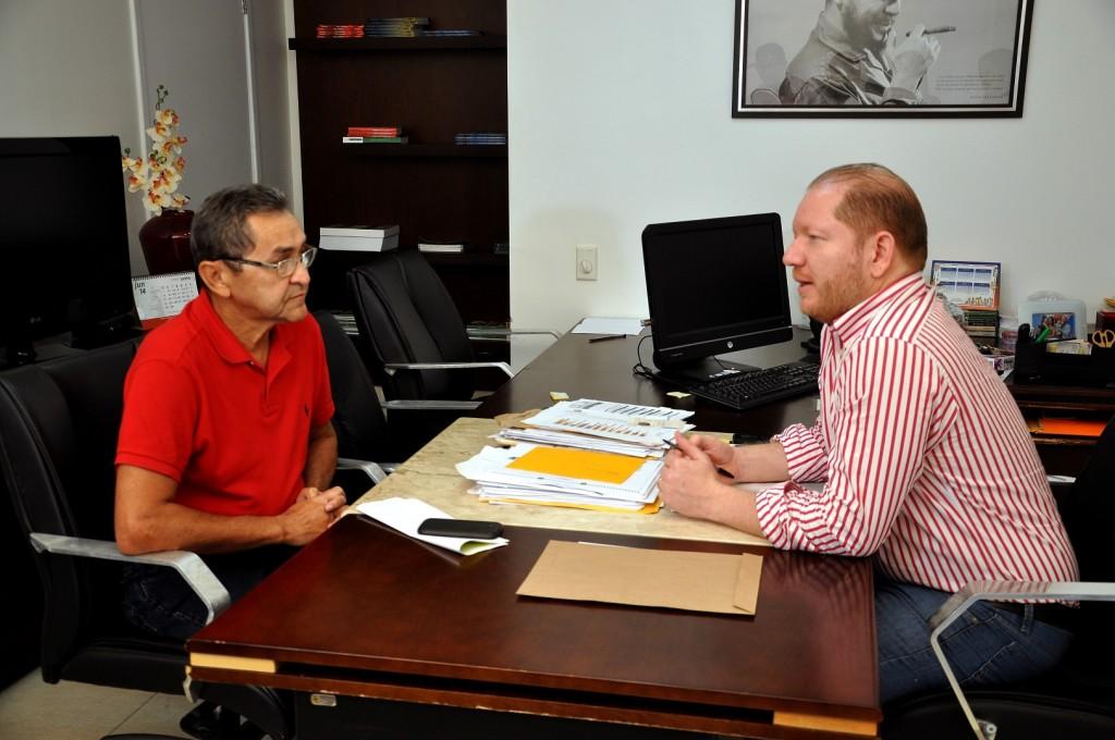 Em reunião, o deputado Othelino Neto e o empresário Luiz Carlos Cantanhede trataram das melhorias a serem implantadas no serviço de ferry boat