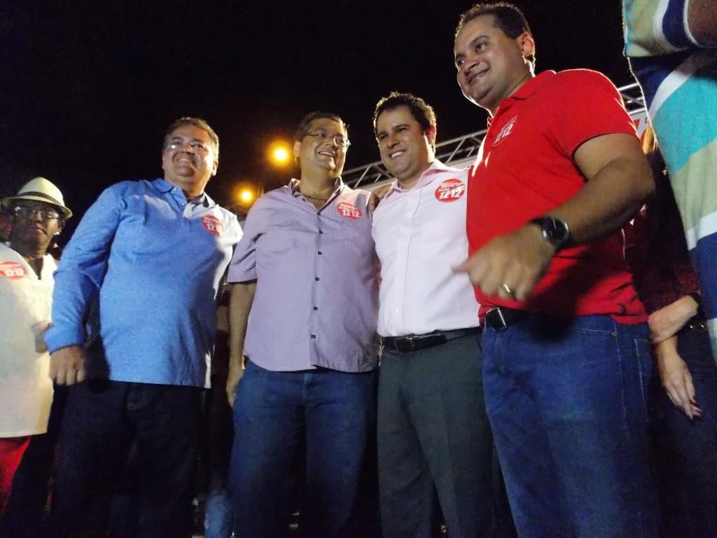 Weverton Rocha, no palanque, com Flávio Dino, Roberto Rocha, Edivaldo Holanda Jr