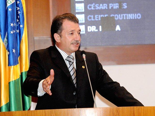 Ex-prefeito e ex-deputado Magno Bacelar