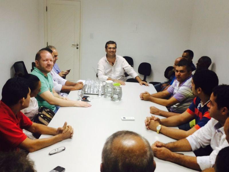 Acompanhadas de Othelino Neto, lideranças de Cajari se reuniram com Flávio Dino
