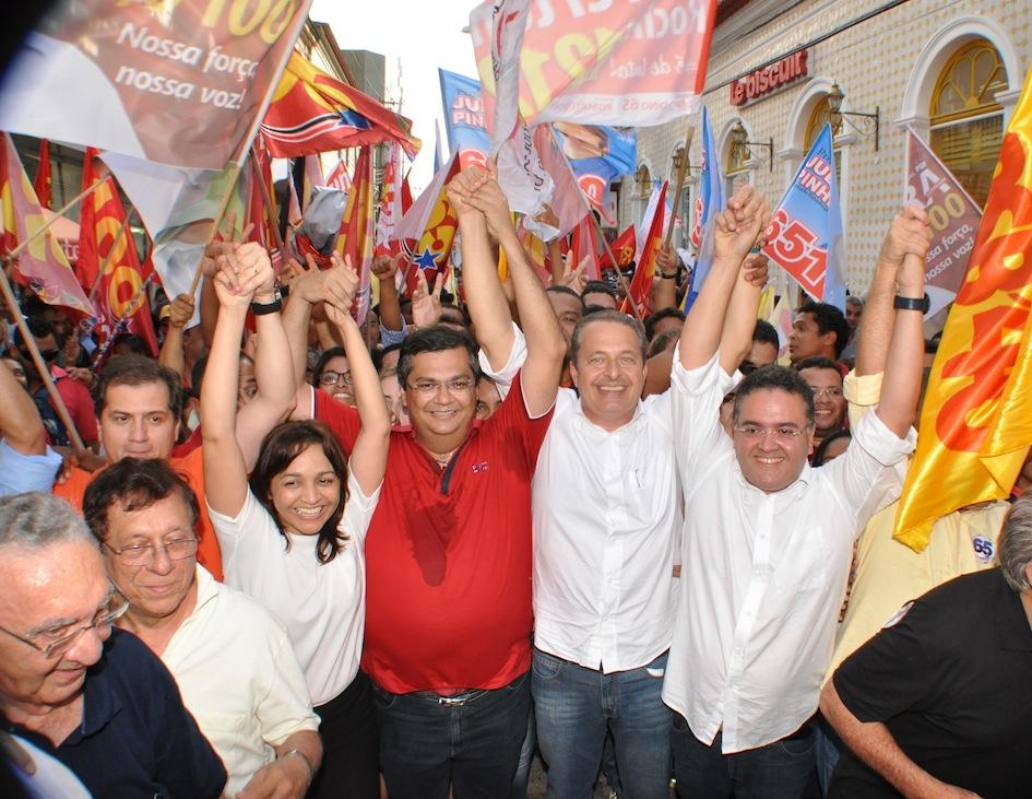 Candidatos da coligação ao lado de Eduardo Campos, em caminhada em São Luís