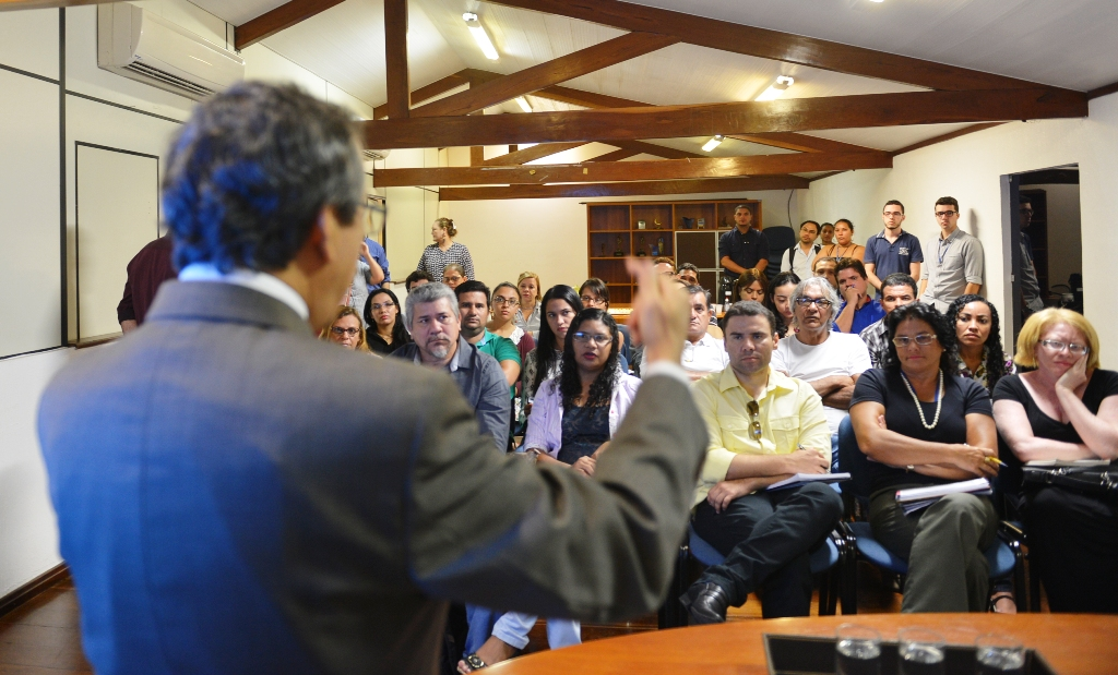 Representantes de partidos políticos e advogados na TV Mirante