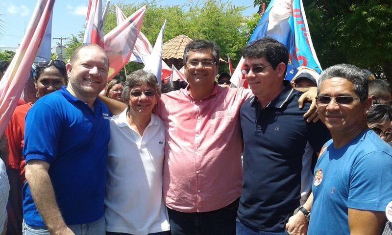 Othelino com o ex-prefeito Bebeto, Flávio Dino, o médico Fabiano e o vereador Binha, durante caminhada em Tutoia
