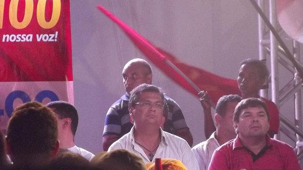 COMUNISTA-TUCANO – O candidato ao governo do Maranhão pelo PCdoB, Flávio Dino, participa de comício em São Luís (Gabriel Castro/VEJA)