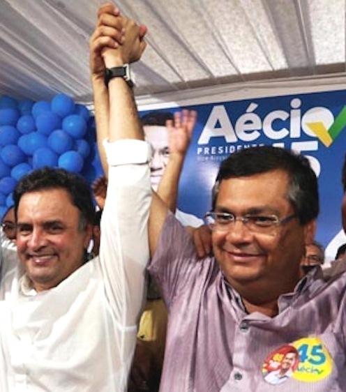 Aécio com Flávio Dino (na foto com boton do 45) durante campanha nesses eleições
