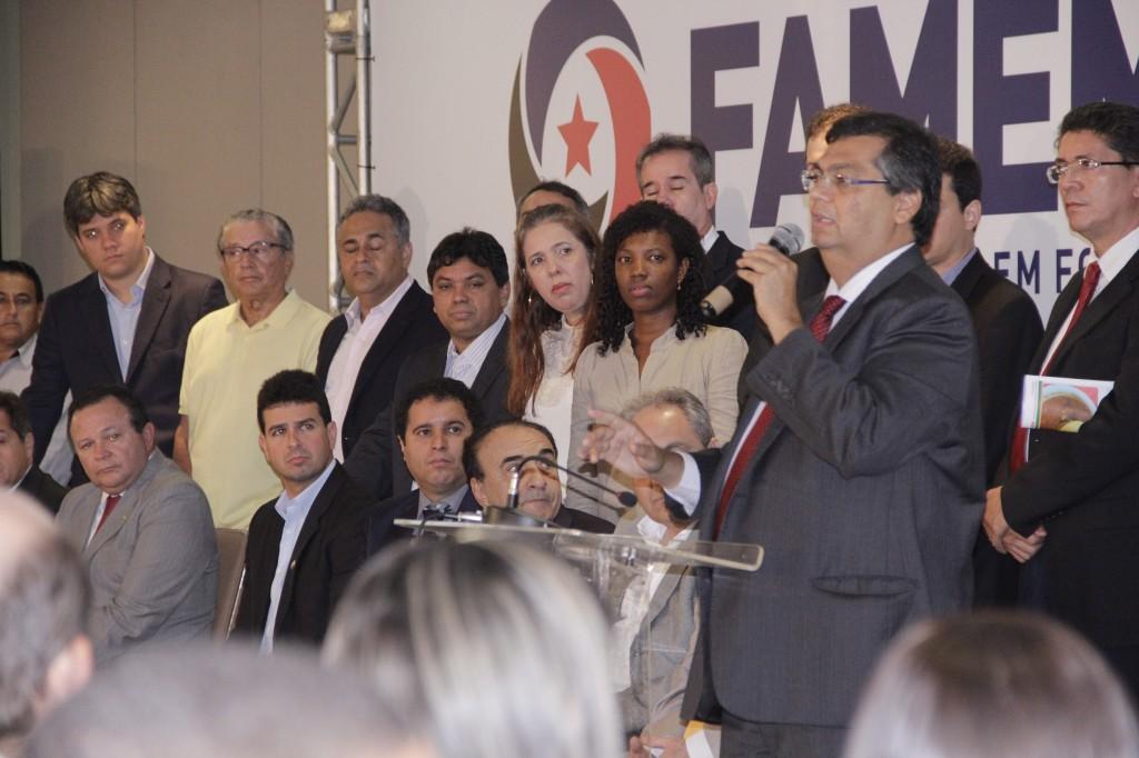 Governador disse que não discriminará prefeito que não votou com ele e que dará tratamento igualitário a todos