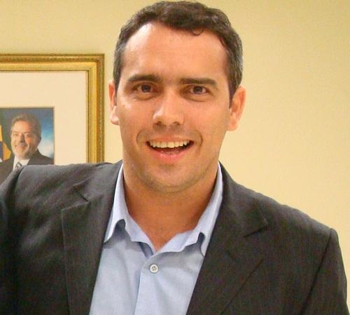 Após distribuir fotos de sua atual realidade pós-campanha, Márcio Jardim foi anunciado secretário de Esporte. Quem não chora, não...