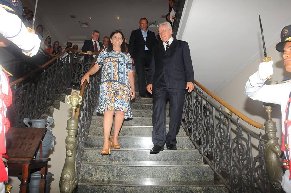 Roseana renunciou ao cargo na manhã desta quarta-feira (10) a 21 dias do fim de seu mandato. Assume o governo o deputado Arnaldo Mello, presidente da Assembleia Legislativa