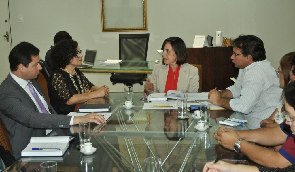 Secretária de Educação, Áurea Prazeres, fechou acordo em reunião com MP