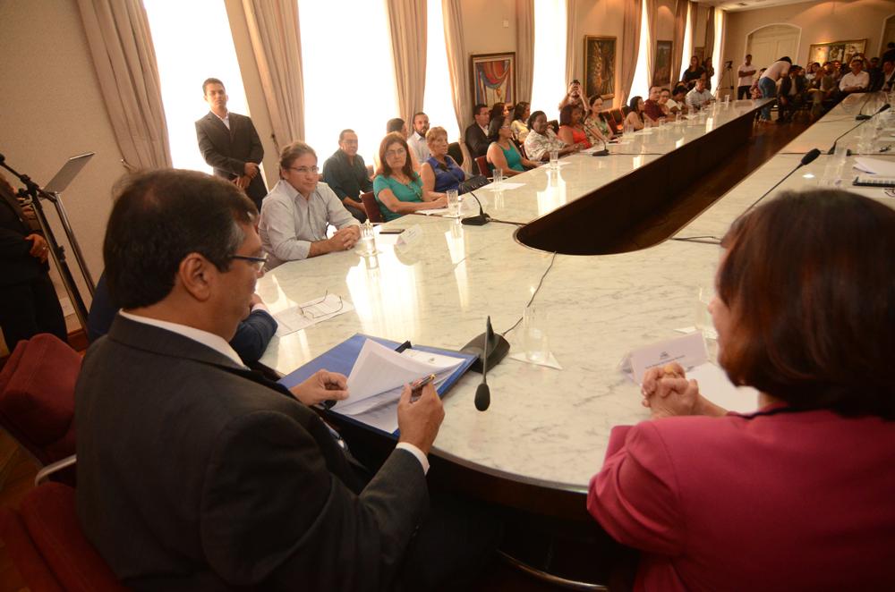 Flávio Dino assinou atos que beneficiam a Educação, no Palácio dos Leões Flávio Dino assinou atos que beneficiam a Educação, no Palácio dos Leões