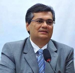 governador Flávio Dino assinou decreto que determina a ocultação ou remoção de inscrições com nomes de pessoas vivas em prédios públicos