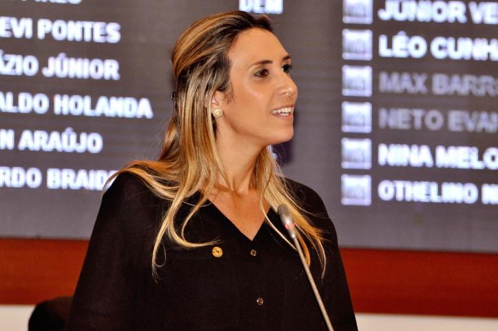 Andrea Murad não gostou do tom usado por Roberto Costa na tribuna