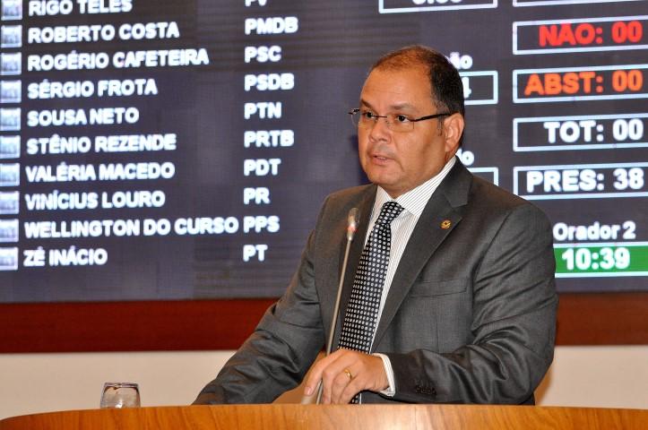 Rogério prosseguiu dizendo que tais irregularidades geraram, no início de 2015, uma glosa de R$ 240 milhões