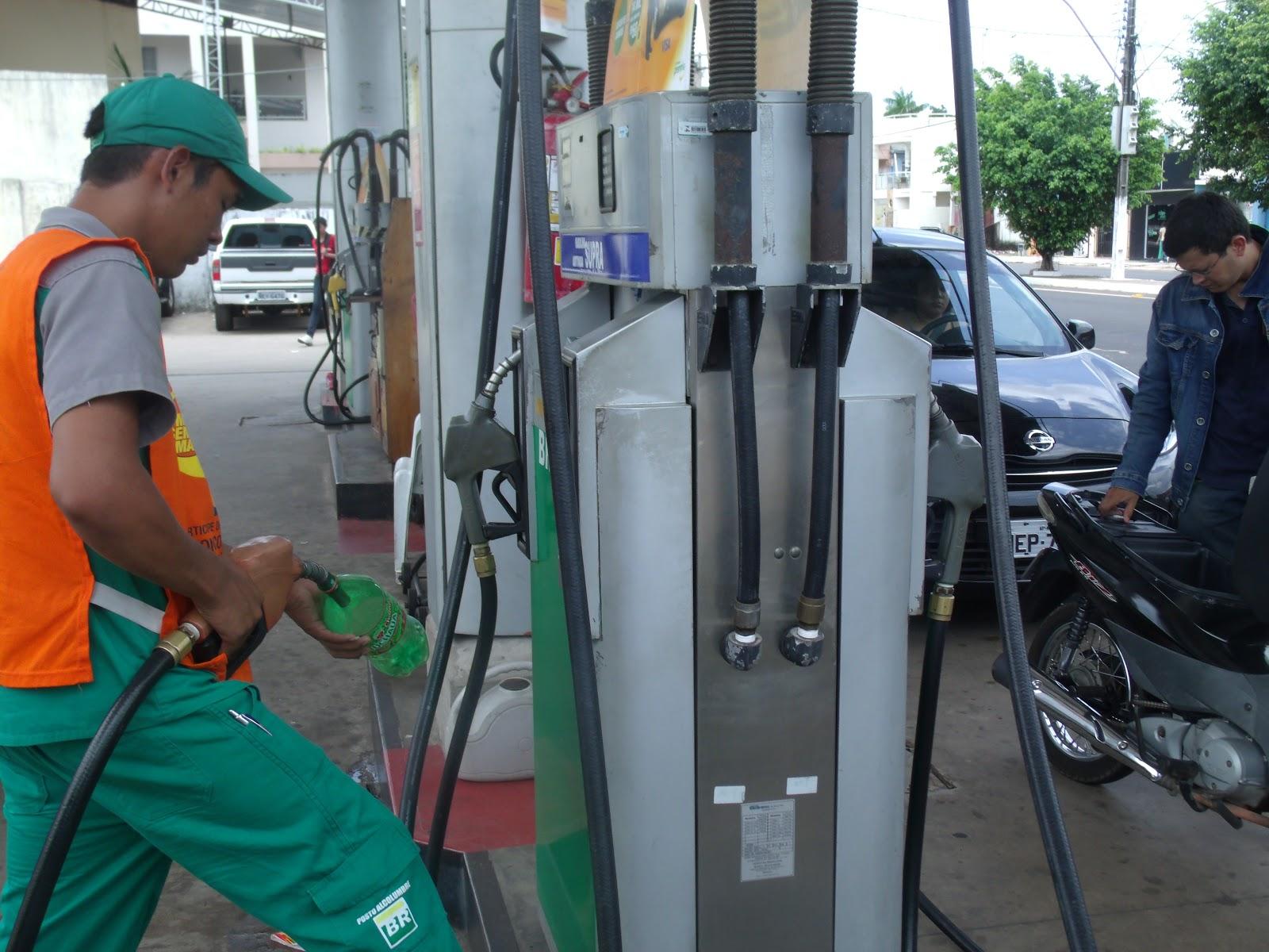 Alguns postos já reduziram preço da gasolina para R$ 3,25