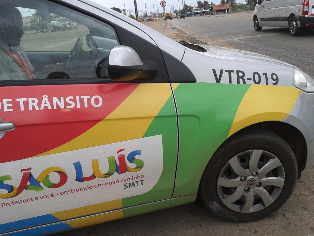 """utilizam  """"viaturas geladinhas"""", estacionadas indevidamente, para multar suas vítimas, no Anel Viário"""