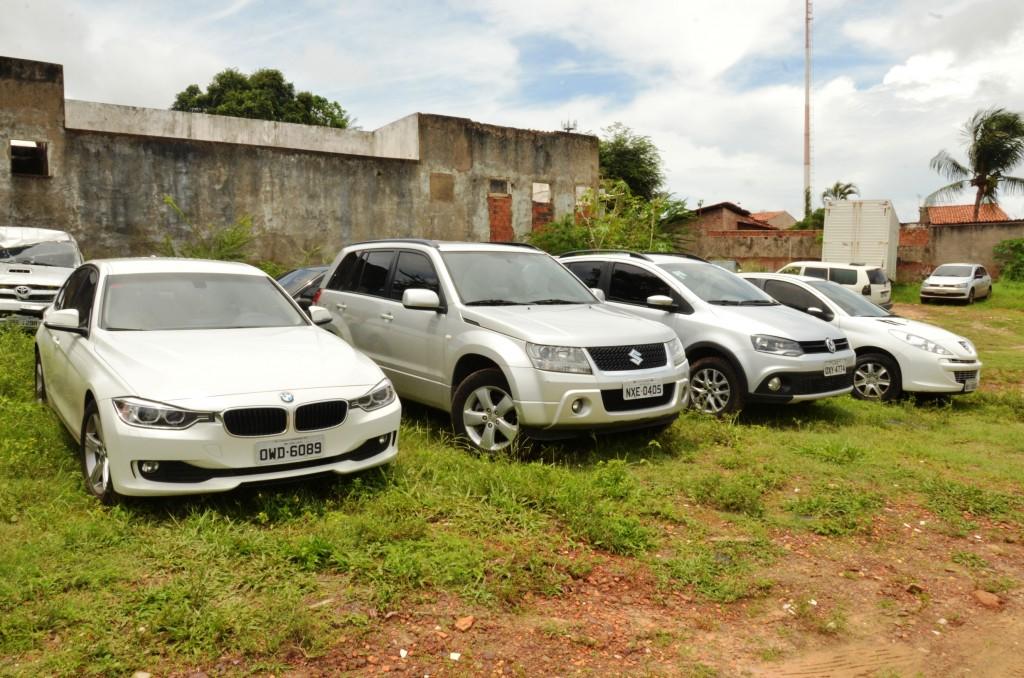Na casa de Arlene, em São Luís, foram apreendidos quatro veículos e um montante de documentos falsos