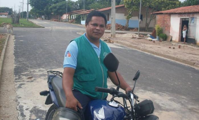 Enganado. O agente de saúde Janilson de Sousa disse que Dilma não falou que ia aumentar a conta de luz e a gasolina
