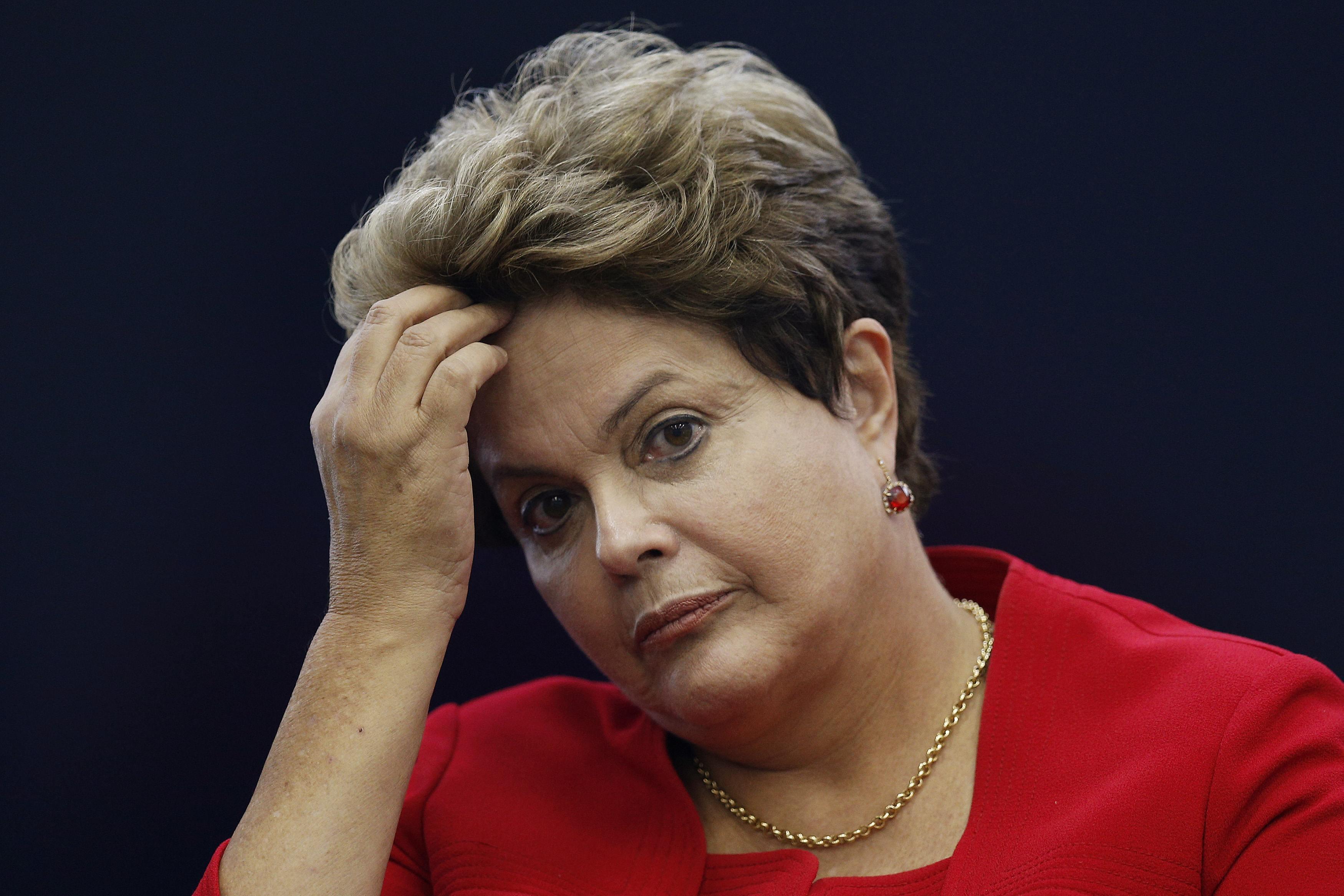 Popularidade de Dilma subiu dois pontos, mas ainda continua muito ruim