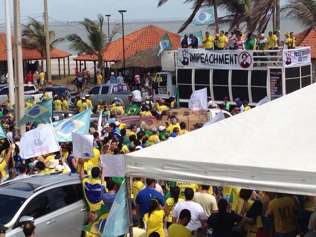 Movimento do Impeachment reuniu grande número de pessoas na Litorânea