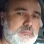 Pedro Sales procura o filho Hugo, de 29 anos, que mora em São Luís