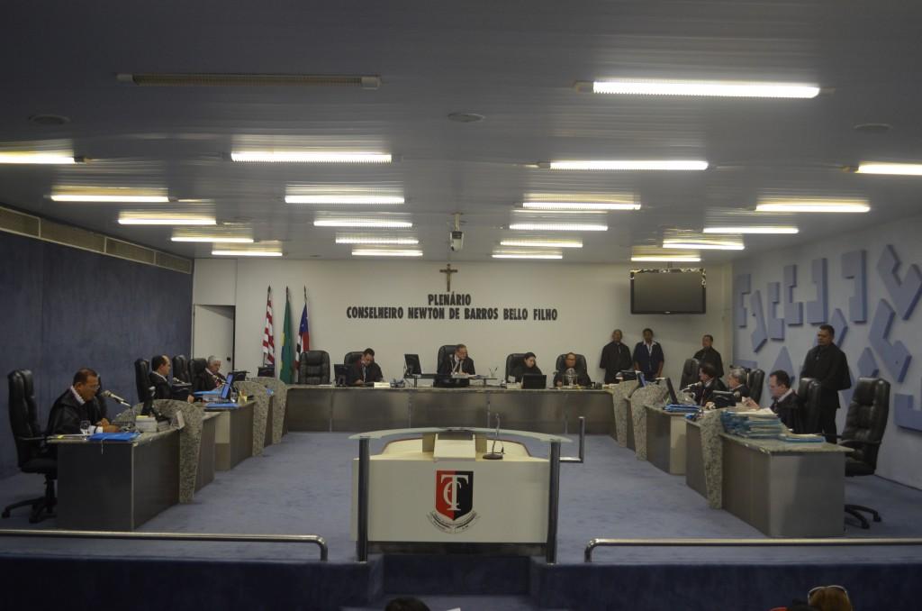 Pleno do TCE reprovou contas do prefeito, alegando várias irregularidades