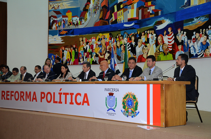 Presidente em exercício, deputado Othelino Neto, abriu os trabalhos do debate sobre Reforma Política