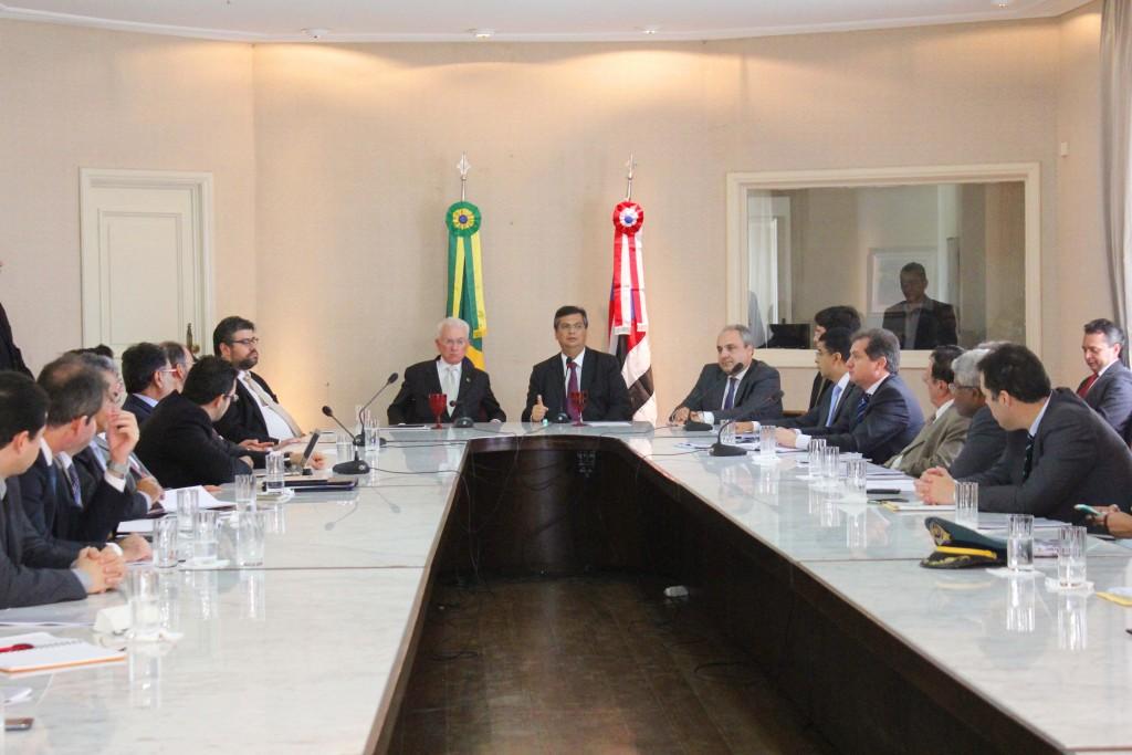Mangabeira esteve reunido com o governador Flávio Dino e seu secretariado