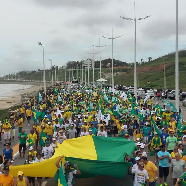 Protesto tomou a Avenida Litorânea, em São Luís