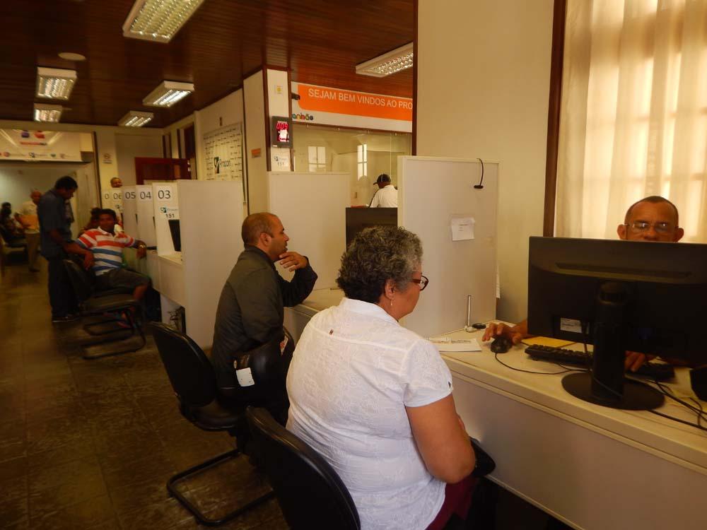 Consumidores foram ao Procon denunciar Casas Bahia