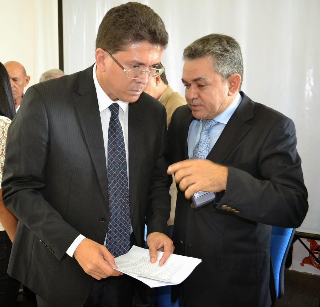 Deputado Antonio Pereira com o secretário de Segurança, Jefferson Portela