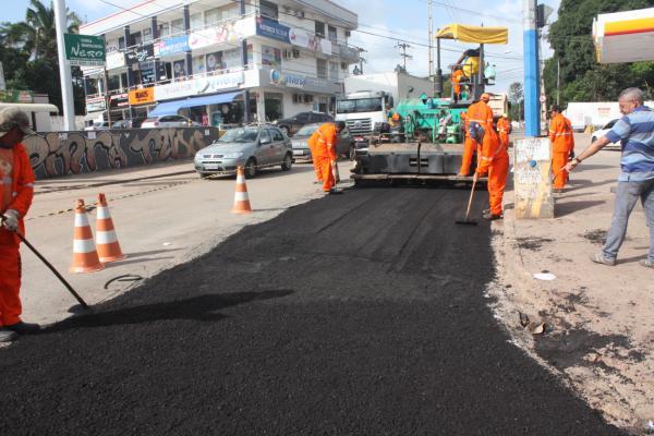 Obra de asfaltamento no trecho Turu/Cohama