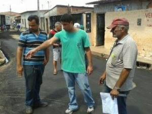 Vereador Roberto Júnior acompanha serviços