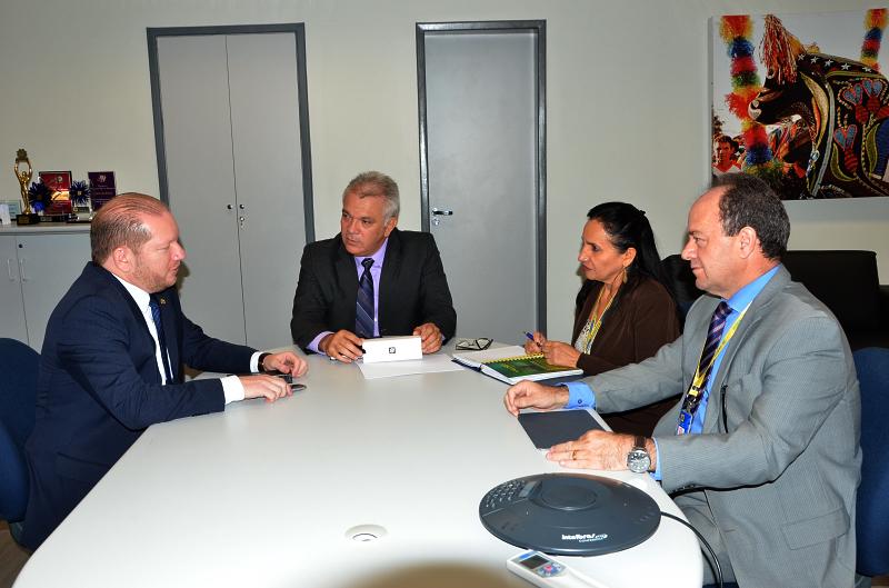 O deputado Othleino reuniu-se com o superintendente estadual do Banco do Brasil, Ronaldo Alves de Oliveira, e cobrou melhorias no atendimento e nos demais serviços prestados pelo BB em Pinheiro