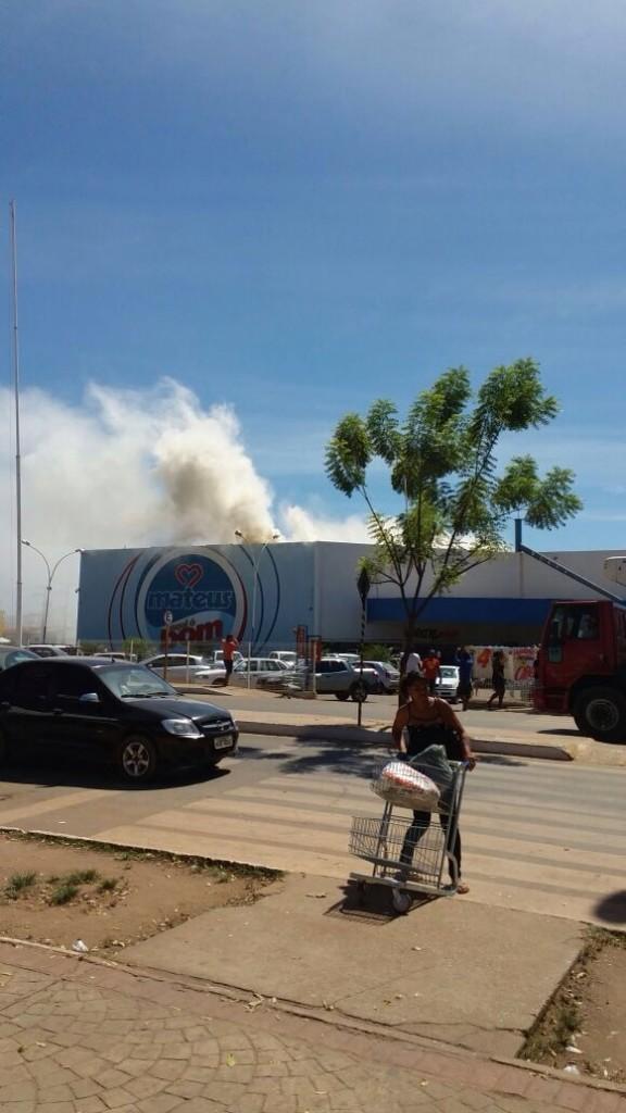 Fumaça sinalizou o princípio de incêndio em supermercado do grupo Mateus, em Balsas