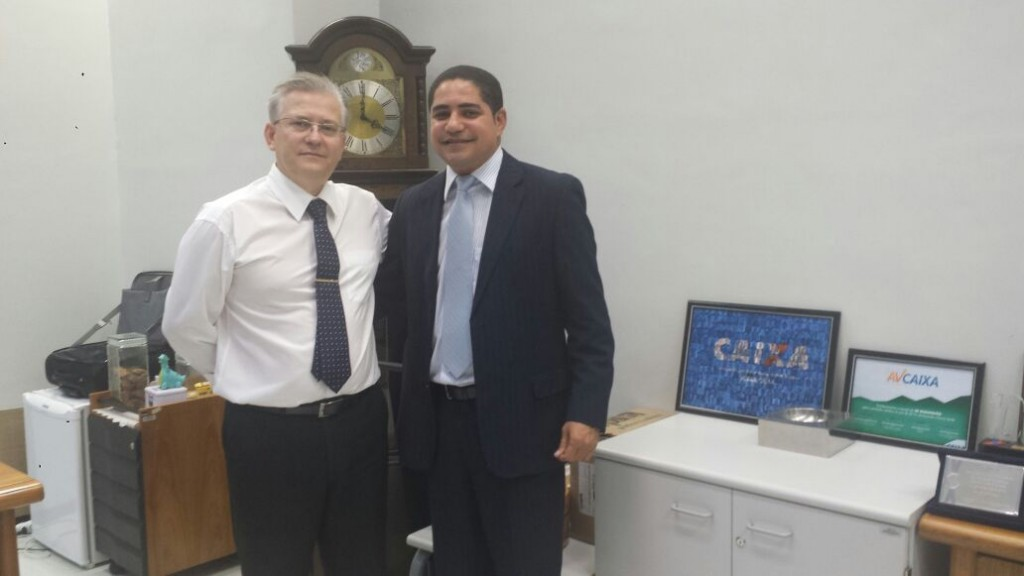 O deputado estadual Zé Inácio (PT) com o superintendente regional da Caixa Econômica no Maranhão, Helio Duranti