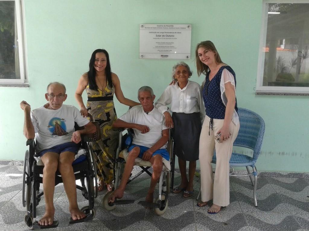 Sílvia Tereza e Ameliane Araújo representaram o grupo de 100 jornalistas na entrega das doações