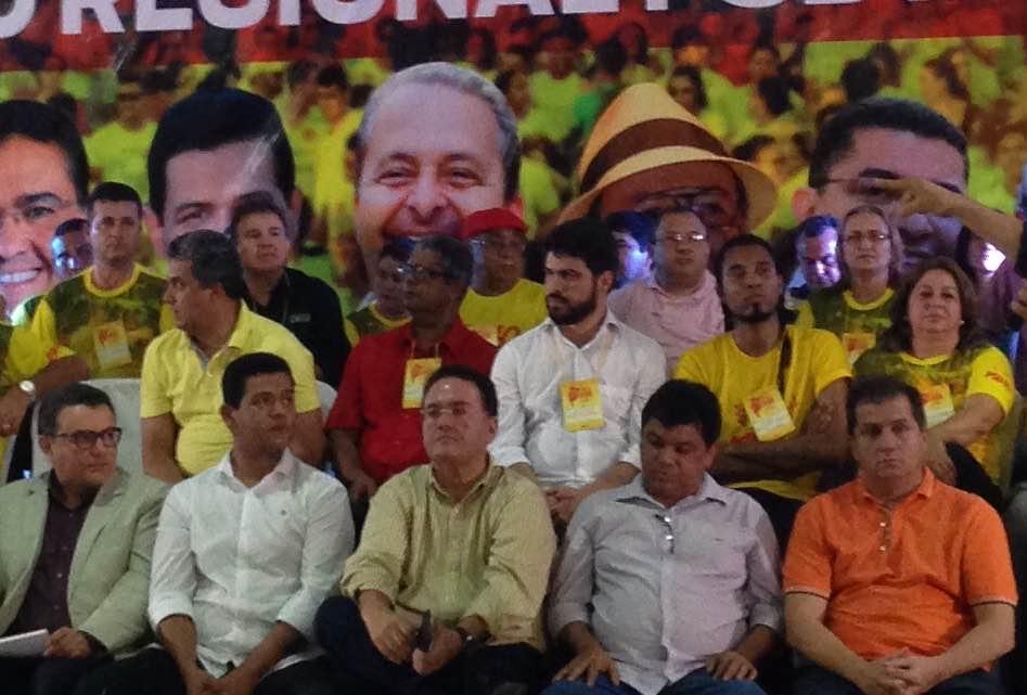 """Roberto Rocha, que se intitula a """"asa do avião"""", foi vaiado pela militância ao se autoanunciar candidato a prefeito de São Luís"""