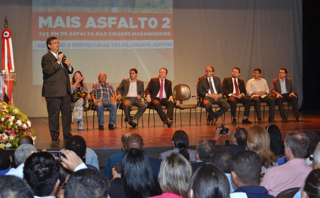 Governador Flávio Dino anúncio mais obras de asfaltamento no Maranhão